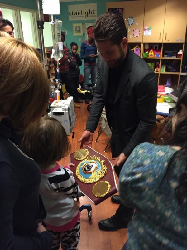 chris-algieri-childrens-hospital-star-boxing1