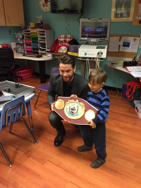 chris-algieri-childrens-hospital-star-boxing3